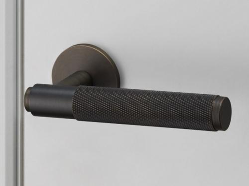 Дверная ручка на розетке Buster & Punch