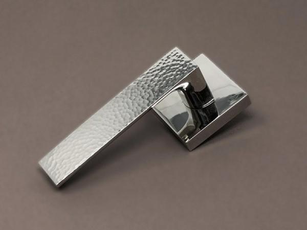 Дверная ручка на розетке Hamilton