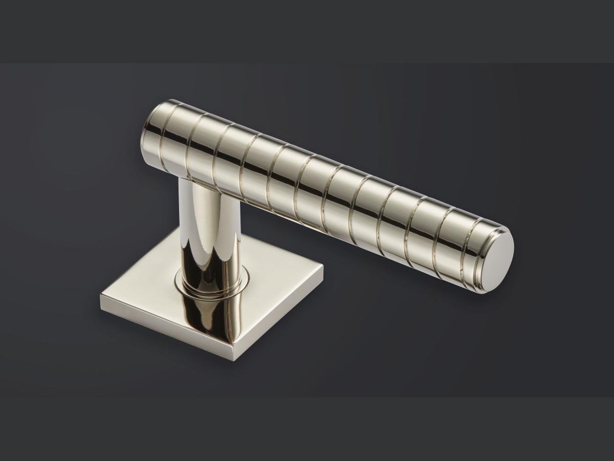 Дверная ручка на розетке Croft