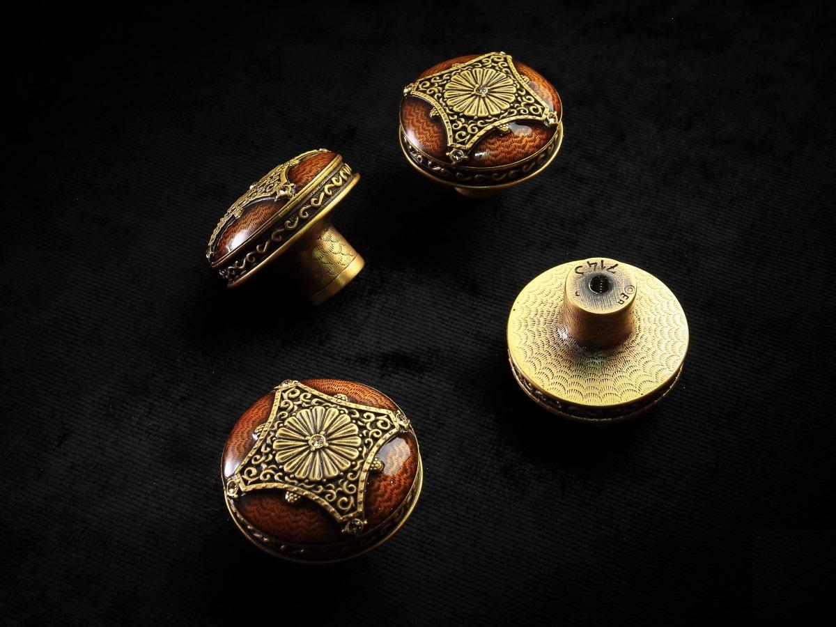 Мебельная ручка-кнопка Edgar Berebi
