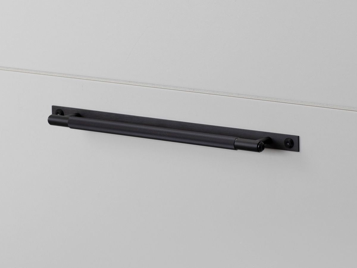 Мебельная ручка скоба на планке Buster & Punch