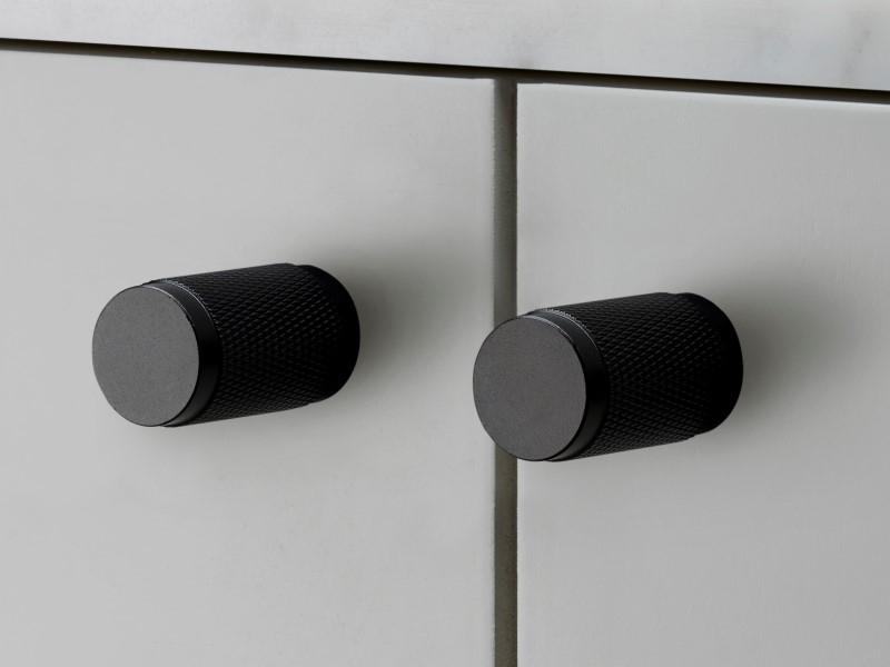 Мебельная ручка кнопка Buster & Punch