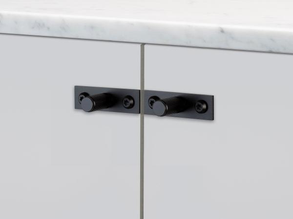 Мебельная ручка кнопка на планке Buster & Punch